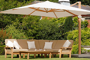 Barlow Tyrie garden set and parasol - Garden Trade Shows 2019