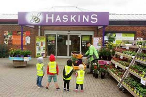 Happy Cats Childminders visit visit Haskins Garden Centre